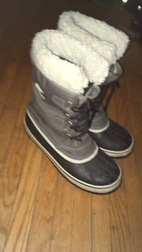 pair of gray-and-black Sorel leather mid-calf duck boots London, N5Y 4J1