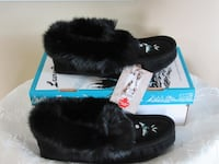 Ladies Brand New Moccasins   Size  9