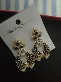 earrings Woodlawn, 21244