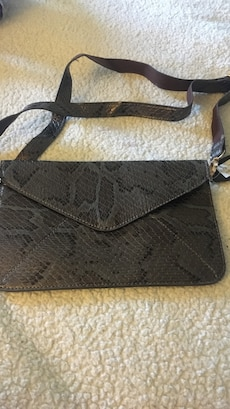 black crossbody nag
