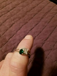 Gorgeous Swarovski Crystal and Emerald Ring  Chicago, 60630