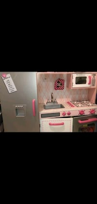 Wooden kitchen play set with minnie mouse accessories