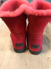Pair of red ugg boots Hawthorne, 90250