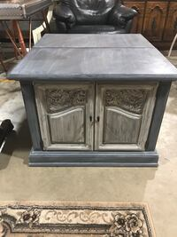 Pair of solid wood night stands Jacksonville, 32218