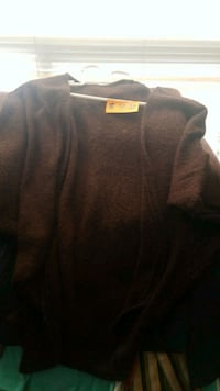 black and gray crew neck sweater Edmonton, T5Y 2H2