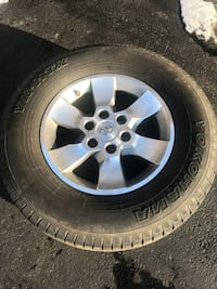 Toyota 4runner 2011 stock wheels with tires and tpms   Palos Hills