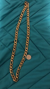 gold-colored curb-link necklace