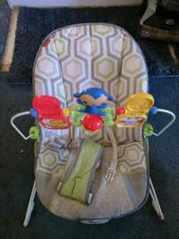 baby's white and green bouncer Columbus, 43207