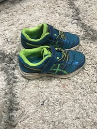 Size 11 adidas sneakers Holmdel, 07733