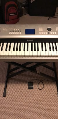 Yamaha YPG-525 88-key electric keyboard with foot pedal and Proline adjustable stand Alexandria, 22305