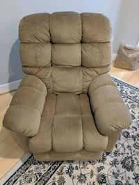 Brown/Tan LaZboy Recliner Chair Washington, 20010