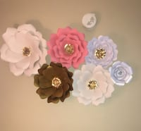 1 Giant, 3 Big, 1 Medium and 1 Small paper Flowers Holland, 49423