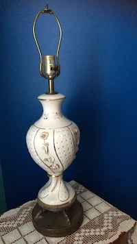 Lamp with porcelain details Chantilly, 20151