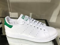 unpaired white Adidas Stan Smith Toronto, M5H 1Y4