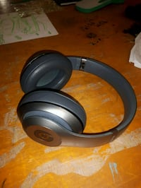 gray and black Beats by Dr Toronto, M4A 1M2