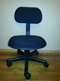 Desk chair with wheels, negotiable Bethpage, 11714