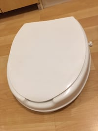 """Raised toilet seat with lid, by 2"""", new - $30   Mississauga"""