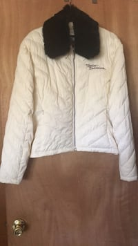 Jacket Harley Davidson  Ladys  XL has a detachable fur collar like new condition jackets sold at Harley Davidson for $175 is off white Central Islip, 11722