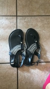 Pair of black leather sandals Robertsdale, 36567