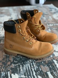 Pair of brown timberland boots 6,5 size Toronto, M5J 2Y5