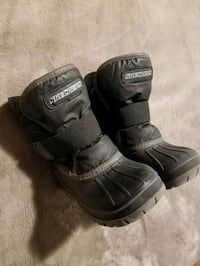 Kids Winter boots 8 size (Skechers)