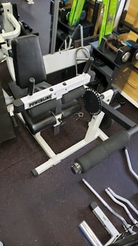 Leg Extension machine Woodbridge Township, 07095