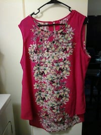 Flowered Thin Shirt Size  Large Las Vegas, 89147