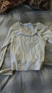gray scoop-neck long-sleeved shirt Price, 84501