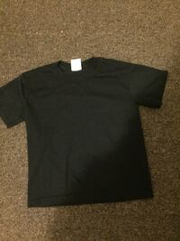 Black crop top  London, N5W 2X1