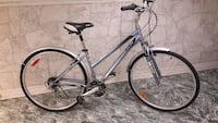 Women's CCM avenue hybrid 18 speed  Bicycle in excellent condition Toronto