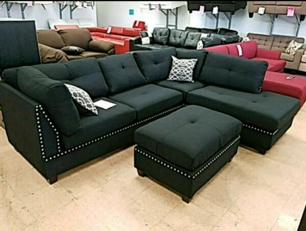 Begagnad black leather sectional sofa with ottoman till salu i ...