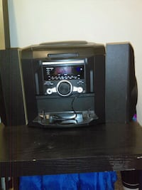 5 disc CD changer/ AM&FM Radio/ built in AUX cord Louisville, 40218