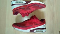 Paar rote Nike-Low-Top-Turnschuhe Griesheim, 64347