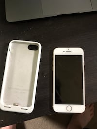 Gold Verizon iphone 7 with white apple charging case Hampstead, 03841