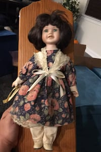 Antique Porcelain doll brings good luck great condition Boyds, 20841