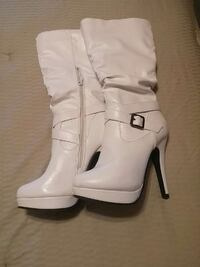 pair of white leather boots Parkhill, N0M 2K0