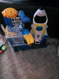 Toy spaceship launch pad