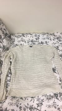 American Eagle white sweater London, N6G