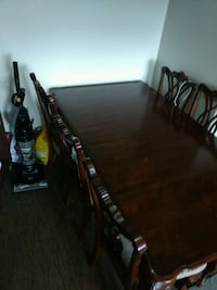 Dining room table with extensions and 6 chairs Mississauga, L5B 1V6