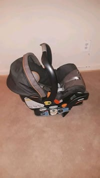 baby's black and gray car seat carrier Alexandria, 22302
