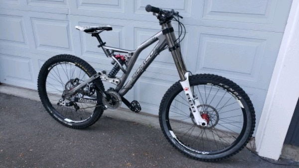 Excellent condition Norco Team Dh Mountain Bike f94b1ac9-5b94-4ef9-be9c-e90d14eb81db