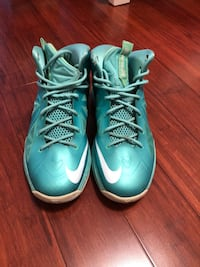 Lebrons size 6.5 Louisville, 40219