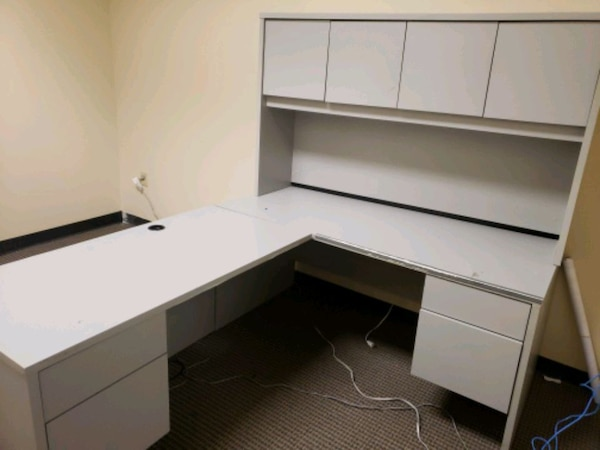 Complete office desk with cabinets.  6dbc4cd9-dde0-44b3-af78-138ececd391e