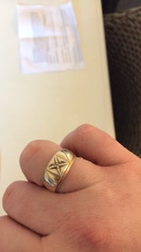 10k gold ring with small diamond