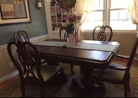 Beautiful Hard Solid Wood Dinning Set w. 6 Chairs.  Manchester