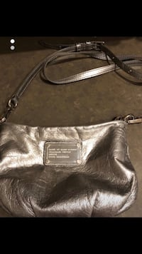 Marc jacobs metallic leather purse  Vaughan, L4H 0M3