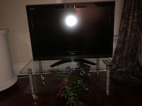 Toshiba TV and glass stand  Vaughan, L4L 8H7