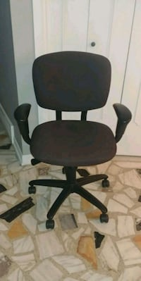 Office chair Laval, H7W 1C7