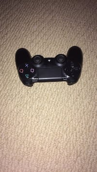 PS4 controller  Whitby, L1M 2E5