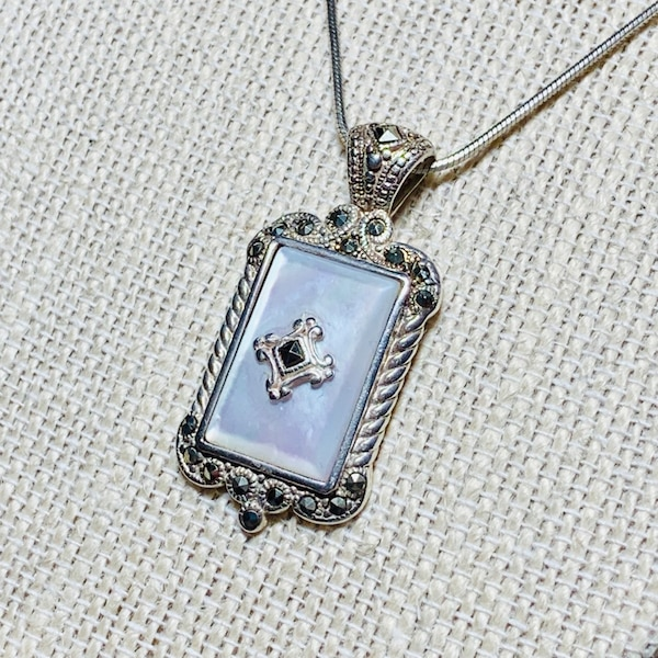 Antique Sterling Silver Mother of Pearl Pendant & Sterling Rope Chain 03e521bc-879a-4252-b2e3-c3a605cc6caf